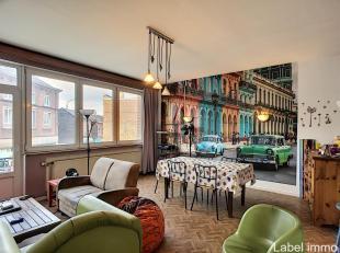 Appartement ideaal gelegen in Seraing. Het appartement is als volgt samengesteld: een hal, een woonkamer-eetkamer van 25m ² licht, een open keuke