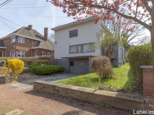 Schitterend modern huis gelegen in het gewilde gebied van Fayembois. Ontworpen door een leerling van Le Corbusier (https://fr.wikipedia.org/wiki/Le_Co