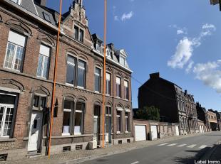 Een huurgebouw bestaande uit 3 appartementen met 1 slaapkamer (één per verdieping). Huurprijs van 1380 euro. Stedenbouwkundige vergunnin