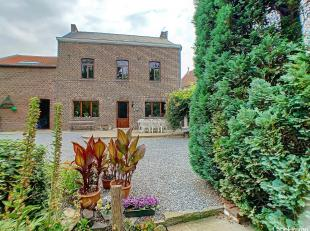Zeer mooie locatie voor dit prachtig gerenoveerde huis gelegen in Tihange, met een prachtige tuin van +/-1020 m², 2 terrassen en dubbele garage.