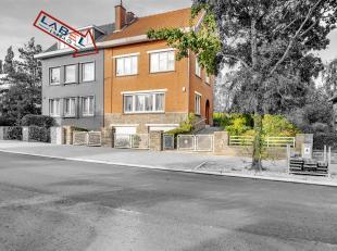 In een woonwijk in de buurt van de Citadel, huis 3 ch om op te frissen. Samenstelling: 3 kamers van mooie grootte (mogelijkheid 5 omdat zolder al is o