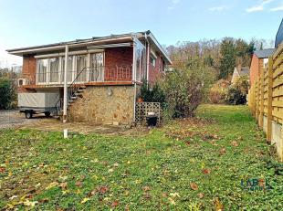 Bungalow van +- 100 m² met een bouwkavel van +- 350 m². Het huis is als volgt samengesteld: een inkomhal, een zeer lichte woon-/eetkamer, ee