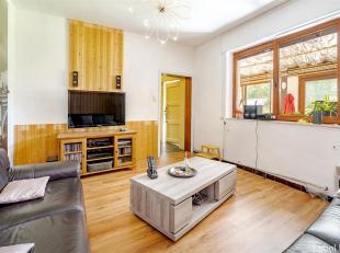 Spacieuse maison de Maître à deux pas de toutes commodités. Venez découvrir les grands volumes d'habitation (285 m² +