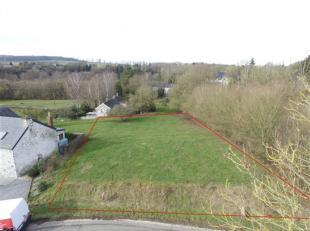 Belle parcelle de terrain à bâtir d'une superficie de 1195 m² pour construction d'une maison, 4 façades. Environnement bucoli