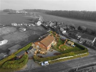 Située dans la campagne condruzienne, très jolie villa de 220m² habitables avec deux belles terrasses et un beau jardin amén
