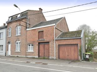 Spacieuse maison d'habitation à rafraichir se composant comme suit: Au rez-de-chaussée, hall d'entrée, séjour, espace cuis