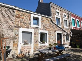 Située dans une petite rue en impasse, sympathique maison d'habitation 3 façades rénovée en 2000 comprenant 2 chambres, sa