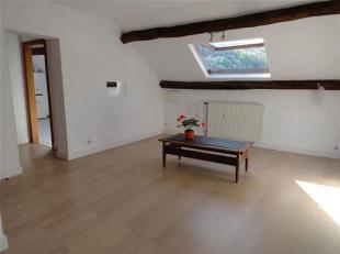 Situé dans l'hyper-centre ville de Huy, au 3ème étage d'une maison bourgeoise (sans ascenseur), appartement de +- 76 m² fra&