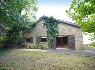 OPTION !! Située en bord de Meuse, dans une rue calme, jolie propriété avec villa de plain-pied se composant d'un hall d'entr&eac