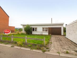 Bungalow4 façades, à rafraîchir, avec2 chambreset3 garages, situé sur leshauteursde HERSTAL. Jardinorienté sud &agra