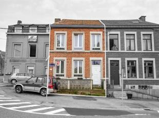 Maison à rénover 3 chambres, grenier aménageable avec terrasse et cour à l'arrière. Le rez-de-chaussée est c