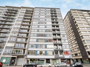 Appartement de 90 m² en bon état, situé au 3ème étage d'un immeuble avec ascenseur , composé d'un hall d'entr&
