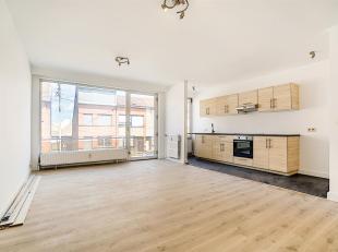 Appartement (+/- 63 m2) situé au 1er étage avec 2 chambres et 2 terrasses, entièrement rénové. Idéalement si