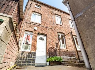 Charmante petite maison de 82 m² avec petit jardin, composée d'un hall d'entrée, cuisine, buanderie, salon, 2 chambres et salle de