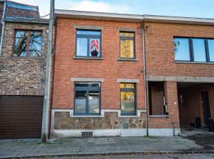 Maison en bon état d'une surface habitable de 214 m2 avec 3 chambres, 3 garages et jardin de 184 m2Le bien se compose comme suit, au rez de cha
