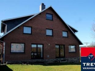 Venez découvrir le bien suivant situé dans le charmant village de Villers en pleine campagne se composant de 2 maisons distinctes :  UNE