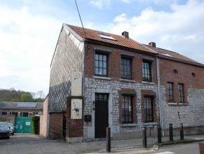 Charmante maison trois façades avec garage, terrasse et petit jardin, en pierres du pays, sur les hauteurs de Dison. L'habitation se compose au