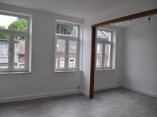 Aux deuxième et troisième étages, beau duplex composé de séjour, cuisine équipée, salle de bains, deu
