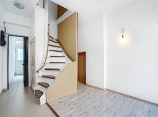 Maison quatre chambres avec cour, en bon état. Composition :- sous-sol : deux caves ;- rez : séjour, salle de bains ;- 1er : une chambre