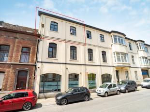 Au deuxième étage de la Résidence Aux Laines Â, bel appartement en bon état. il se compose dun hall dentr&ea