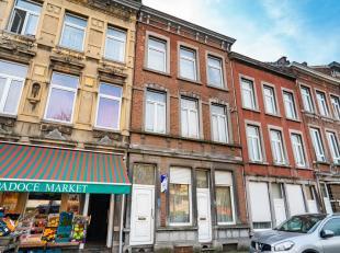 Immeuble de rapport trois logements, avec cour (autorisation urbanistique pour 2 logements). Rez : appartement une chambre avec cour (entrée s&