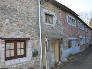 Maison 2 chambres avec jardin à rénover dans une rue calme.Composition:-RDC: hall d'entrée, cuisine, salon, salle à manger