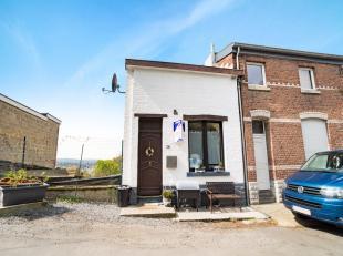 Sur les hauteurs de Verviers, dans une rue calme, maison trois façades avec jardin.Composition : - rez : salon, cuisine équipée;-