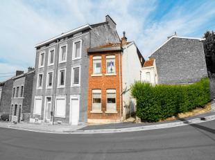 Maison de coin avec cour et terrasse.Composition : - sous-sol : une grande cave ;- rez : hall dentrée, cuisine équipée, sé