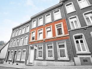 Au premier étage, bel appartement composé dun beau living (23 m²) avec coin cuisine équipée, une grande chambre (15 m