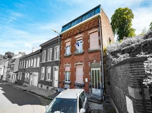 - Maison trois façades avec jardin, cour, quatre chambres.Composition : - sous-sol : deux caves ;- rez : hall dentrée, salon, salle &agr