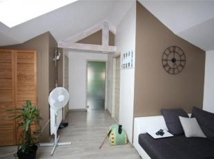 Chouette appartement rénové et équipé, avec garage et terrasse, situé au 1° étage de l'immeuble sis rue