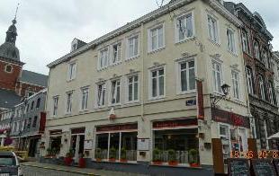 A vendre, en plein centre de Stavelot, immeuble de rapport se composant : - au rez-de-chausse : d'un rez commercial (actuellement un restaurant); - au