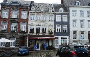 OPTION !!!! sur une des plus belles places de Belgique, immeuble de rapport se composant comme suit : - AU SOUS-SOL : caves votes ; - REZ COMMERCIAL :