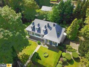 ERPENT<br /> Bâtie sur un terrain de 20 ares, magnifique maison 4 façades bénéficiant d'une superficie habitable de 400m&su