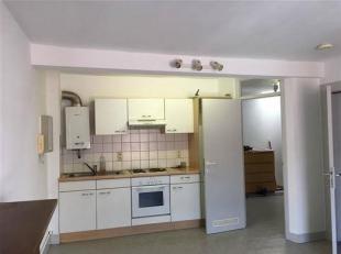 JAMBES <br /> Appartement situé au 2ème étage, sans ascenseur, et composé comme suit: 1 living, 1 cuisine semi équi