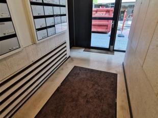 NAMUR (Centre) Studio idéalement situé dans le centre de Namur, ce bien comprend un hall d'entrée, un WC séparé, un