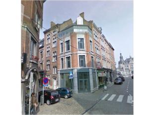 NAMUR - Rue<br /> du Pont 10Surface commerciale.<br /> Visibilité exceptionnelle au coin d'une rue de grand passage piéton.<br /> Affect