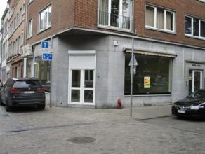 NAMUR<br /> - Place Maurice Servais, 16Surface commerciale de<br /> +/- 90 m2 situé au coeur de Namur à proximité de nombreux<br