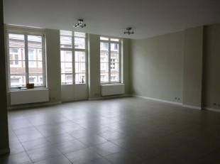 NAMUR<br /> - Rue du Marché 1Très bel appartement<br /> entièrement rénové en plein centre-ville, à 2 pas de