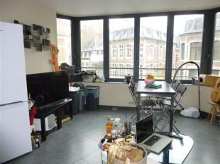 NAMUR<br /> centre - Rue des Carmes 1Superbe appartement au<br /> 2ème étage d'un immeuble en plein centre ville.Il se compose d'un livi