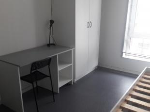 A proximité de toutes commodités (gare, commerces), sympathique studio bien équipé pour étudiant (sdb et cuisine pr