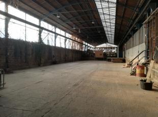 A 20 MIN DE NAMUR OU DE CHARLEROI, FALISOLLE (SAMBREVILLE), ENTREPOT DE +/-700m² AVEC ACCES POIDS LOURD.<br /> Porte de 5m de large sur 4 m de ha