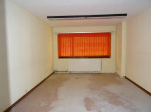A 20 MIN DE NAMUR OU DE CHARLEROI, FALISOLLE (SAMBREVILLE), PETIT ENTREPOT DE STOCKAGE DE +/-16,5m².<br /> Gardiennage sur place.<br /> Charges: