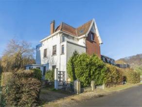 DAVE...Laissez-vous charmer par cette maison 3 façades situé en bord de Meuse dans un endroit idyllique.<br /> Vous rêvez de prend