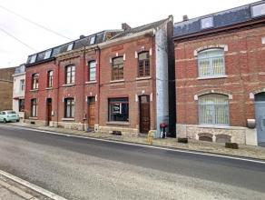 BEEZ... Charmante maison de ville 3 façades à remettre au goût du jour. Elle se compose au rdc : hall d'entré, wc, salon, s