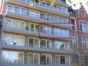 Avenue de Stassart, 18 à 5000 Namur. Appt de ± 100 m², entièrement rénové il y a peu.Comprenant : Hall d'entr&