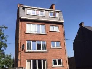 Avenue de Marlagne, 50 à Namur. Appartement de ± 87 m² situé au 4e étage avec ascenseur. Comprenant : Hall d'entr&eac