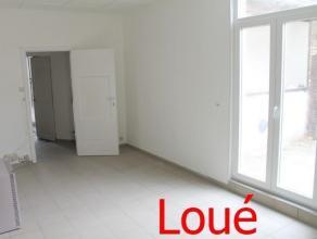Dans le centre de Namur, à proximité immédiate de la gare, petit appartement de +/- 35m² entièrement carrelé a