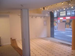 Surface commerciale récemment rénovée située à Namur (centre)  Composition (revêtement de sol: carrelage): gr