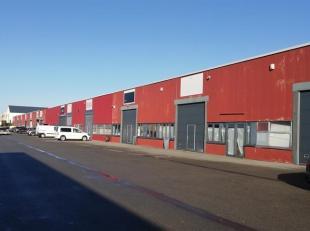SOUS COMPROMIS. Gembloux zoning - entrepôt/atelier de +/- 494 m² avec volet de 4X4 et porte piétonne. Espace de stockage/atelier, wc